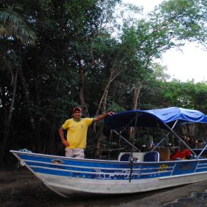 Com sua 'voadeira', o Carlinhos nos levou para conhecer várias comunidades da região do Tapajós.